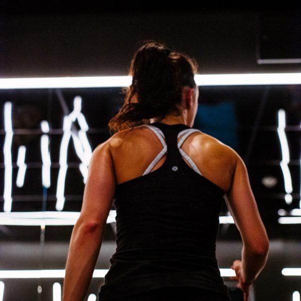 Femme réchauffement Yoga Fitness Réverbère