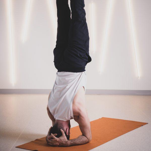 Posture tête Yoga Fitness Réverbère